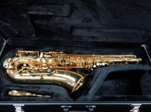NEW Saxquest Student Level Tenor Saxophone in Gold Lacquer